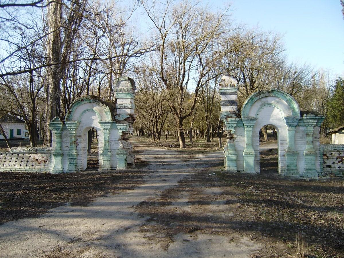Вход в усадьбу Шатилова