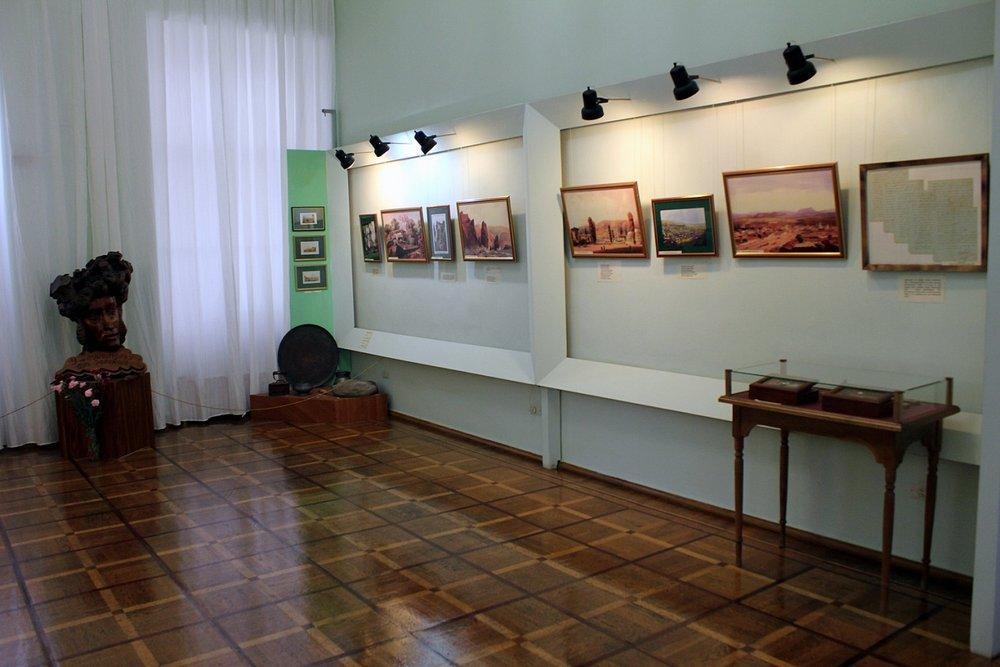 Картины внутри музея Пушкина