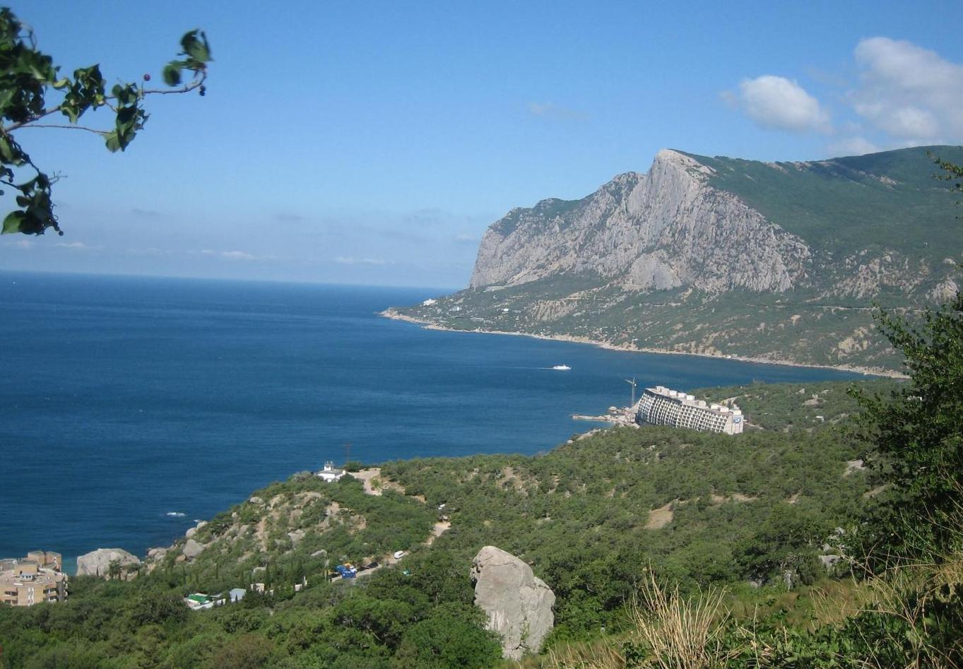 Бухта Ласпи и скалы