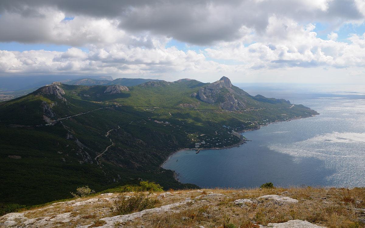 Бухта Ласпи, вид с вершины горы