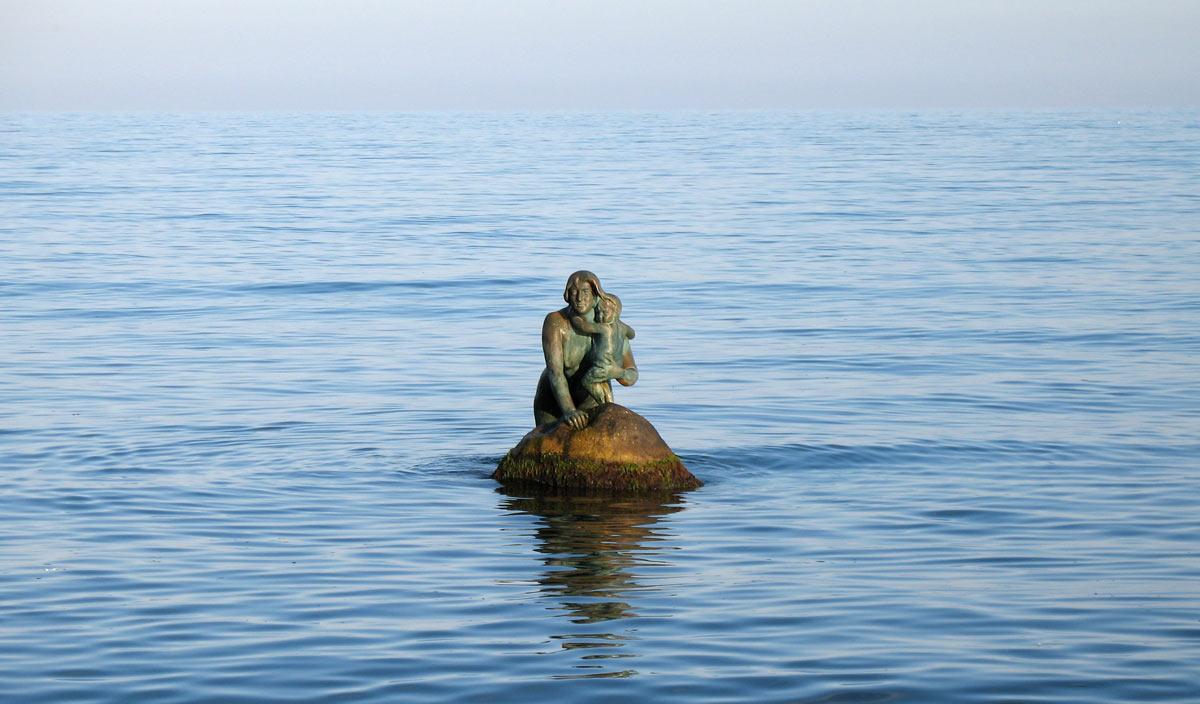 Памятник русалке в Мисхоре
