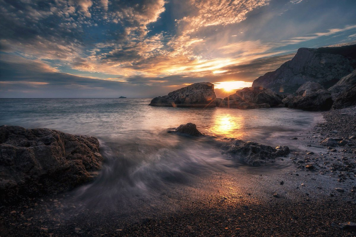 Закат в бухте Ласпи