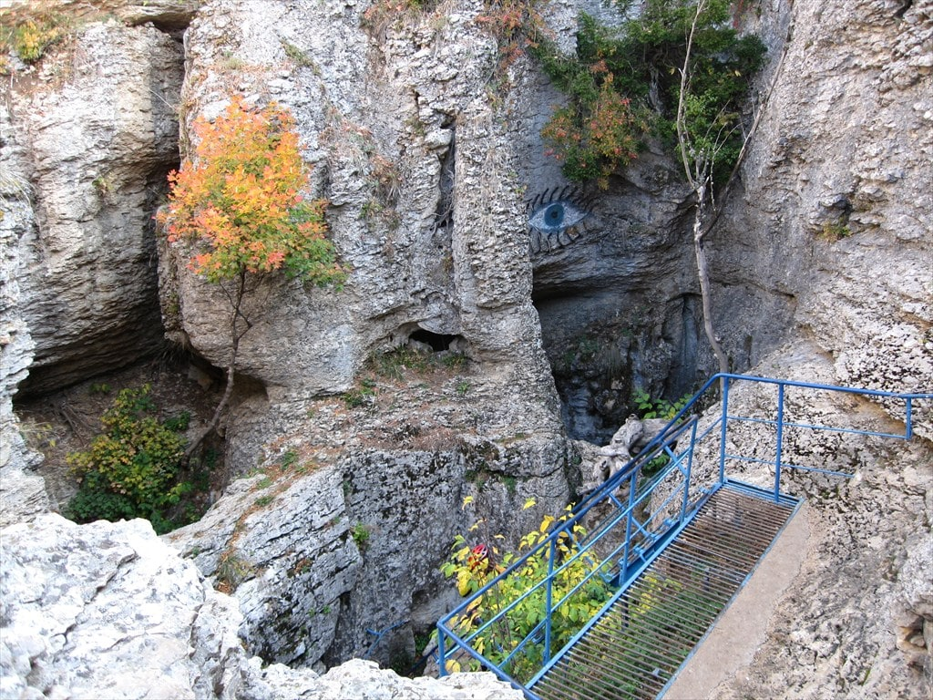 Подход к пещере Трехглазка