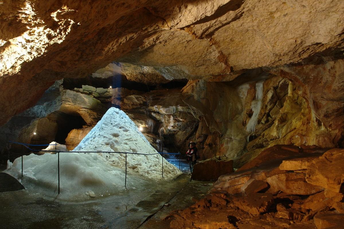 Айсберг пещеры Трехглазка