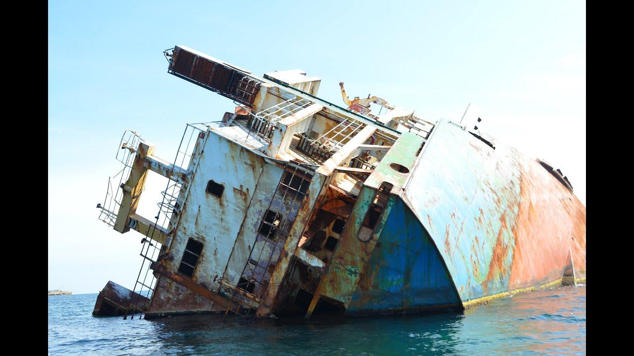Ржавый затонувший сухогруз Ибрагим-Яким