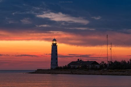 Херсонесский маяк на фоне заката