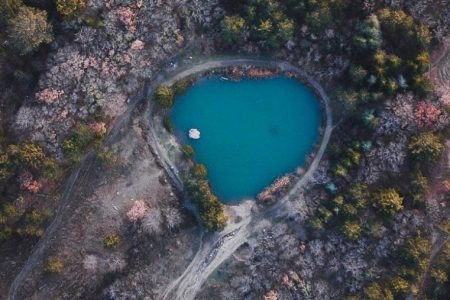 Озеро у скалы Шаан-Кая