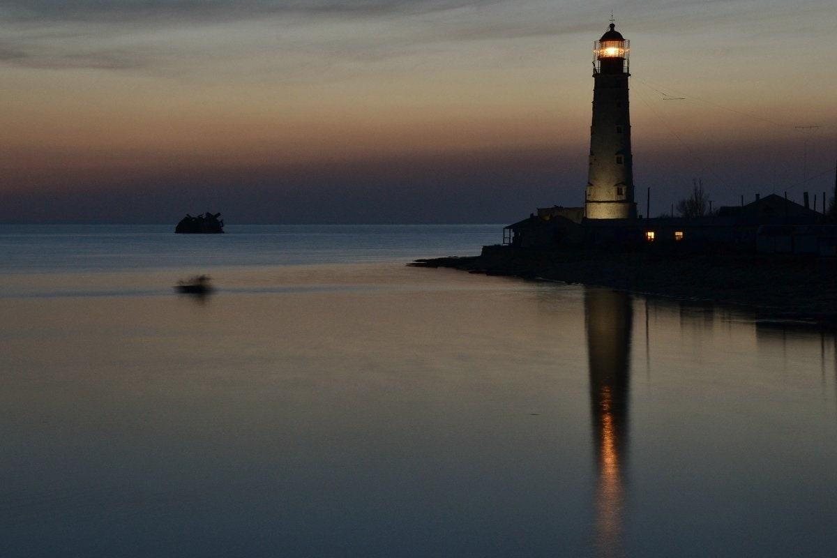 Отражение маяка