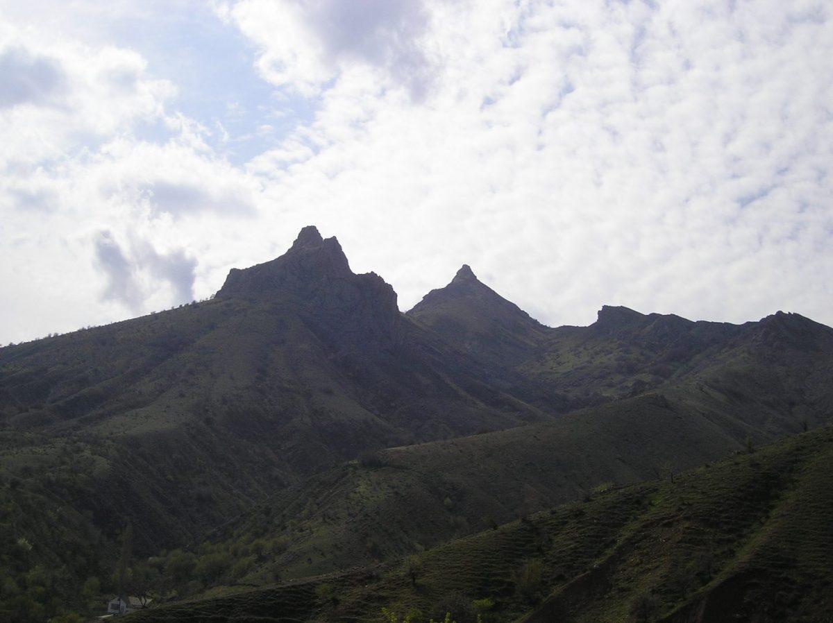 горы у села зеленогорье